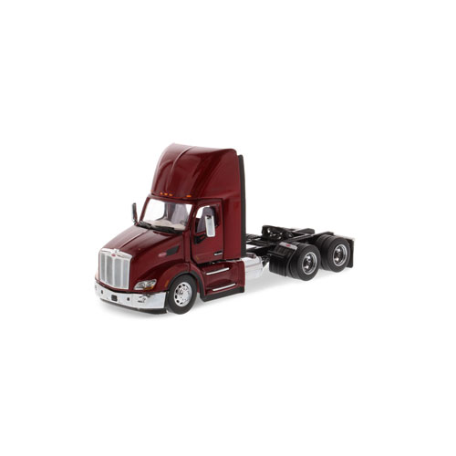 1:50 Scale 579 Day Cab - Red